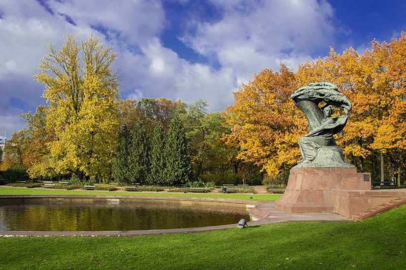 monumento chopin varsovia